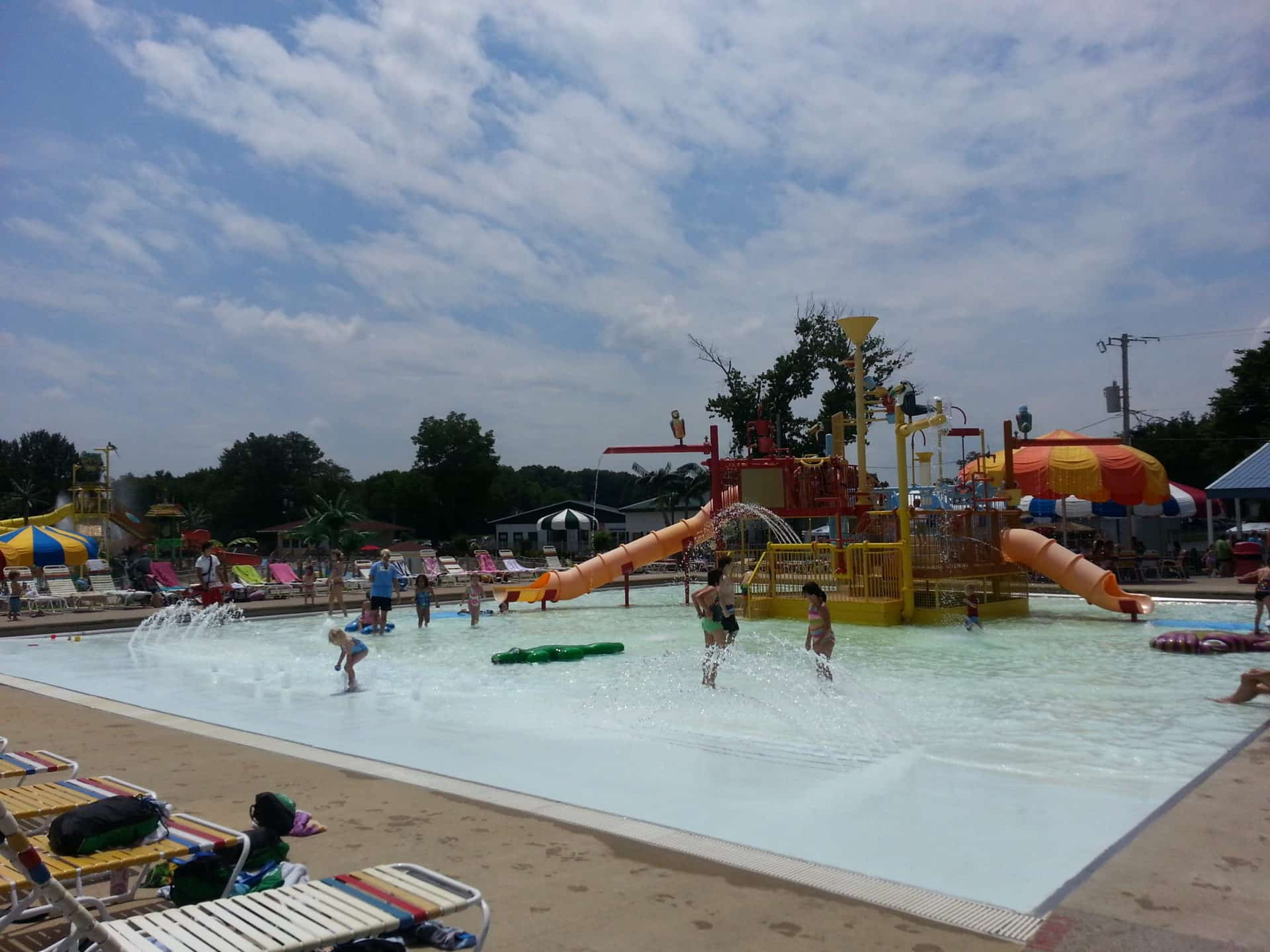 Beech Bend Park and Splash Lagoon - Slides and Fountains
