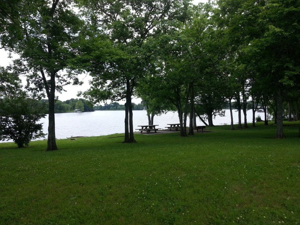 Laguardo Recreation Area lake front landscape and picnic tables
