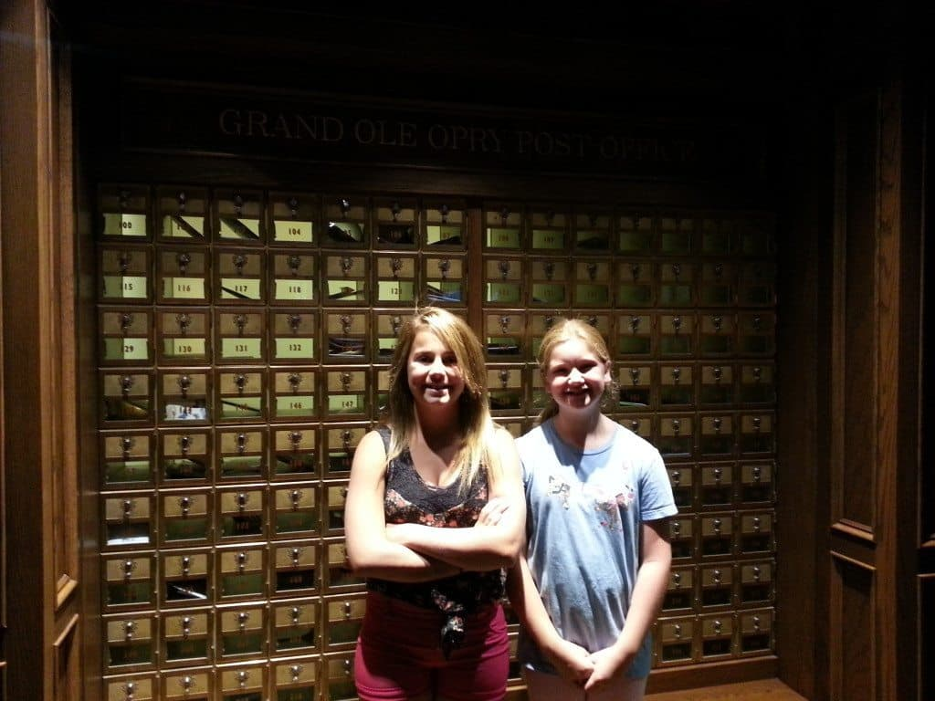 girls at Grand Ole Opry Backstage Tour