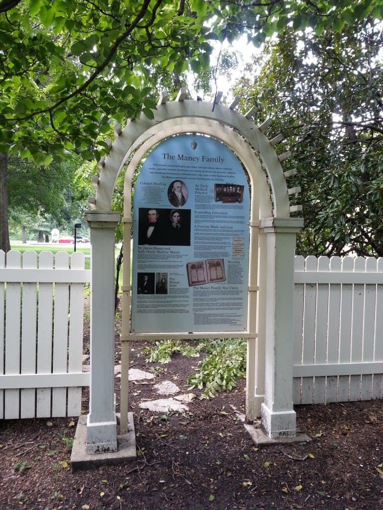 Oaklands Historic House sign