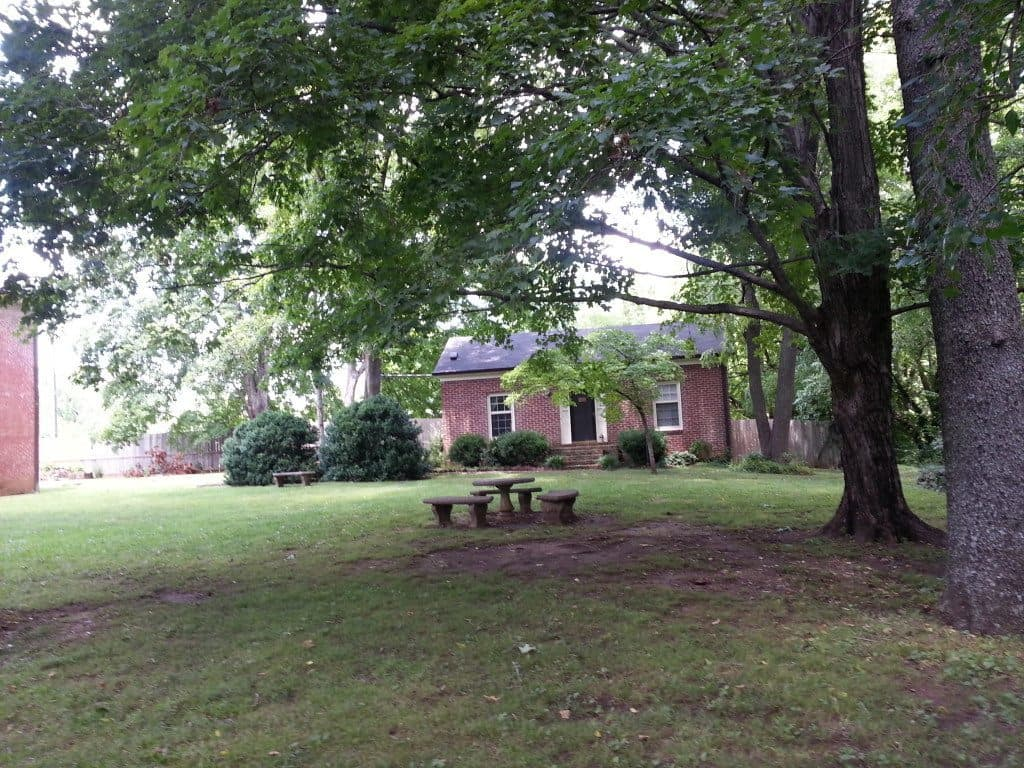 Oaklands Historic House landscape and picnic table