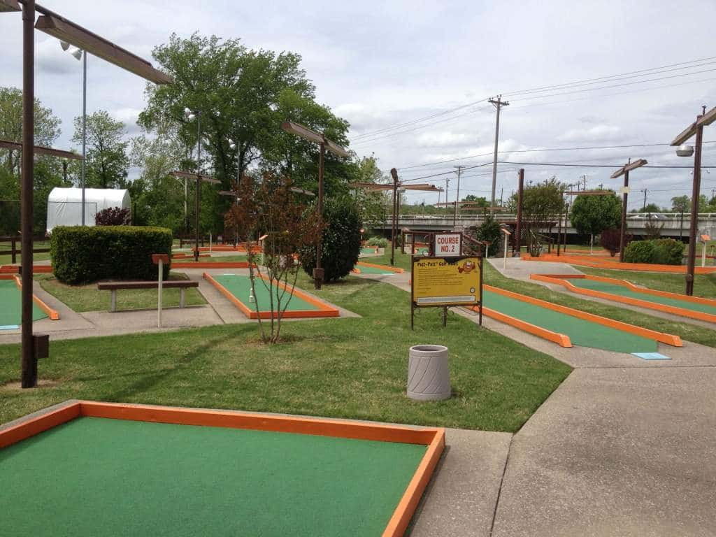 Nashville fun for families - Cedar Creek - mini golf course