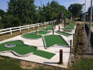 nashville fun for families - jellystone park - mini golf 1
