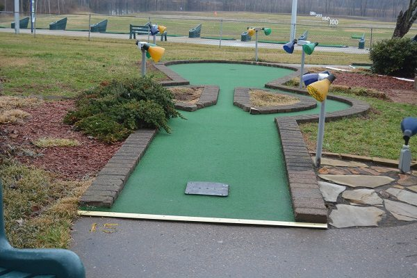 GO USA Fun Park - Mini Golf hole 6