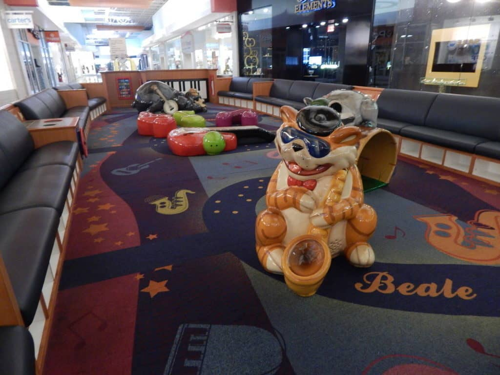 Opry Mills Mall - play area with orange cat