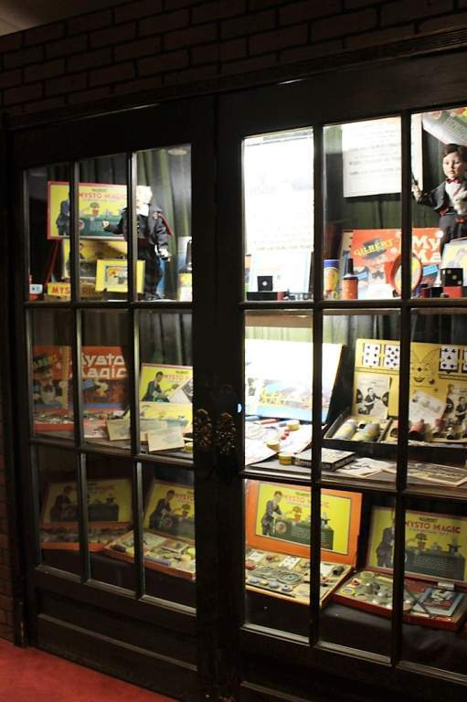 WonderWorks - Magic Exhibit case with example tricks