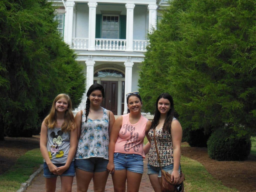 girls at the front of Carnton Plantation