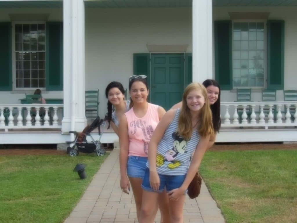 girls at front entrance of Carnton Plantation