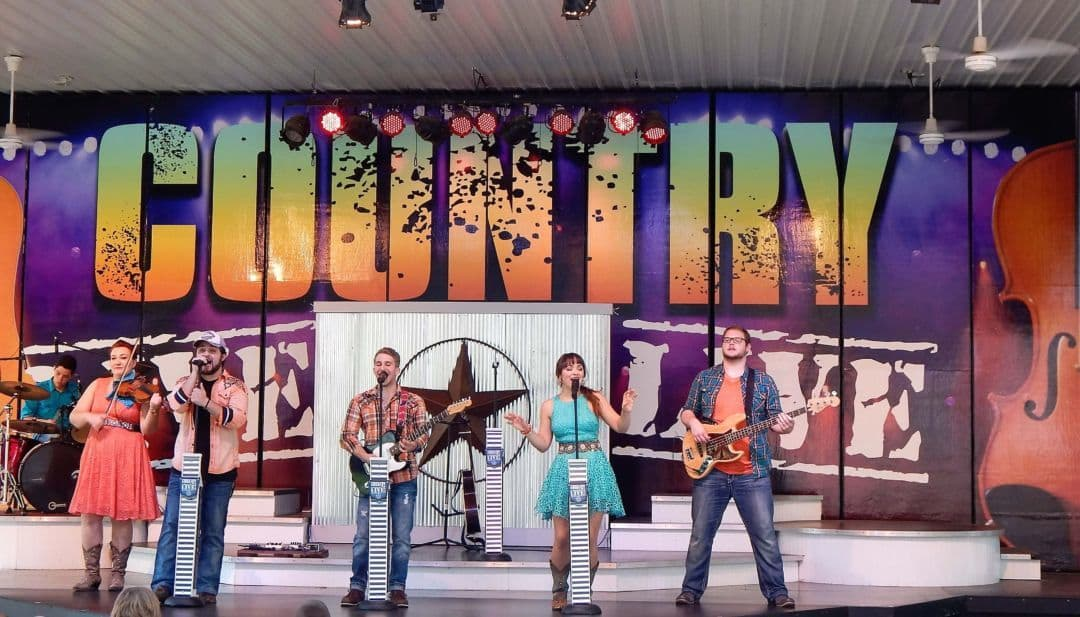 Holiday World Country Live