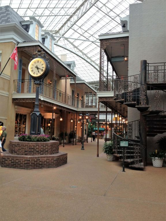 Gaylord Opryland Hotel walking through the Delta