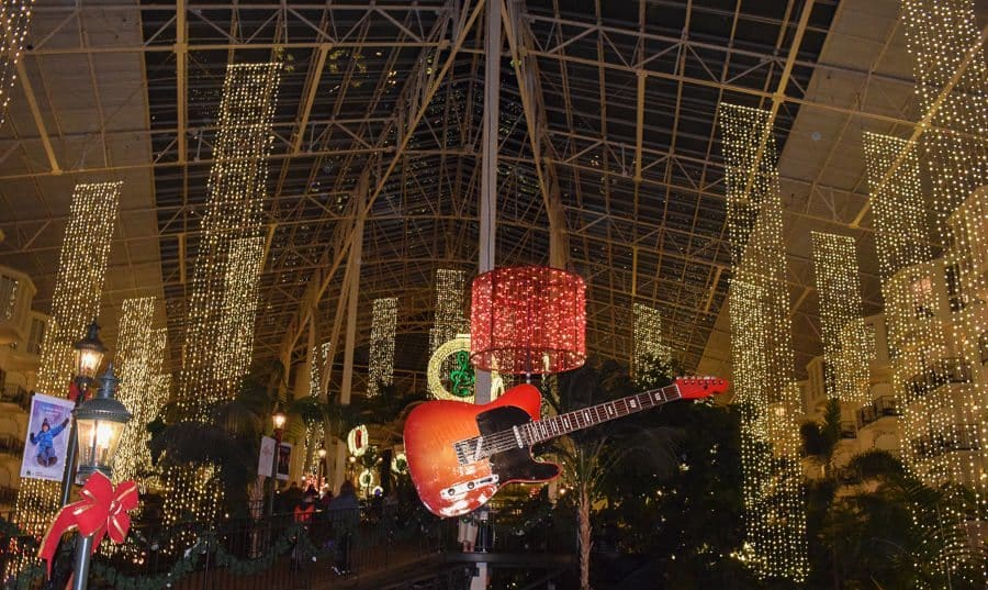Gaylord Opryland Country Christmas - guitar