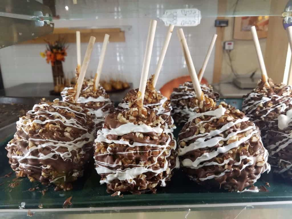 Restaurants in Opry Mills Mall - Chocolate covered apples at Rocky Mountain Chocolate Factory