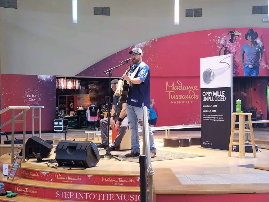 Restaurants in Opry Mills Mall - Entertainment stage with live music