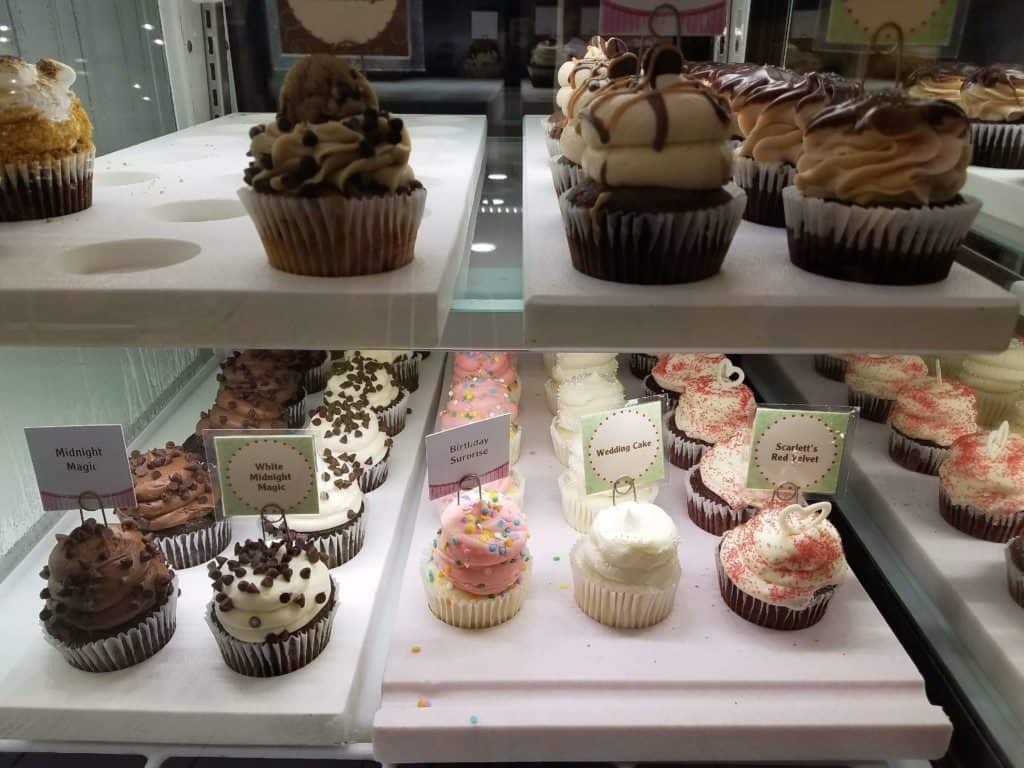 Restaurants in Opry Mills Mall - Gigi cupcakes display