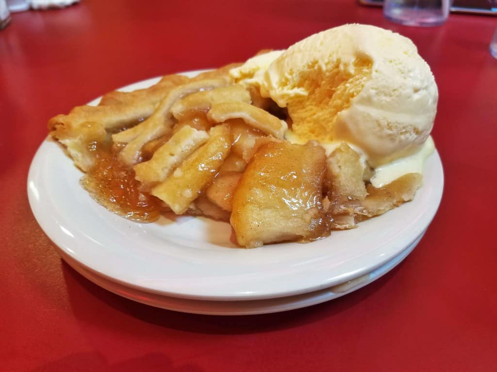 Restaurants in Opry Mills Mall - Johnny Rockets apple pie and ice cream