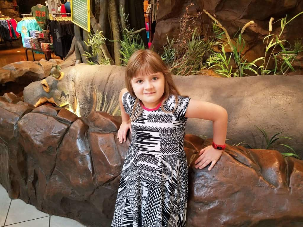 Restaurants in Opry Mills Mall - Visiting the hippo at the Rainforest Cafe
