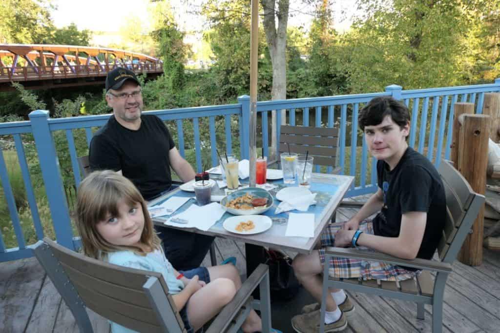 Margaritaville Island Hotel Pigeon Forge - dinner on the restaurant patio
