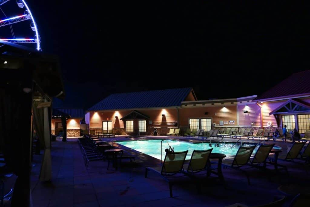 Margaritaville Island Hotel Pigeon Forge - pool at night