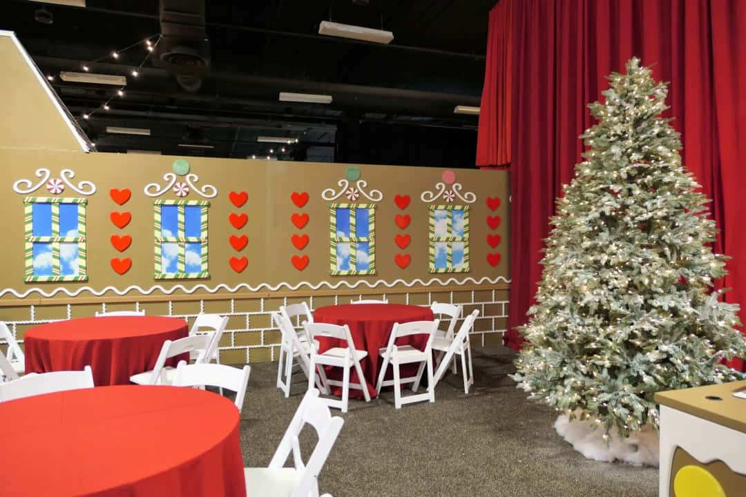 gaylord opryland christmas 2017 gingerbread decorating tables
