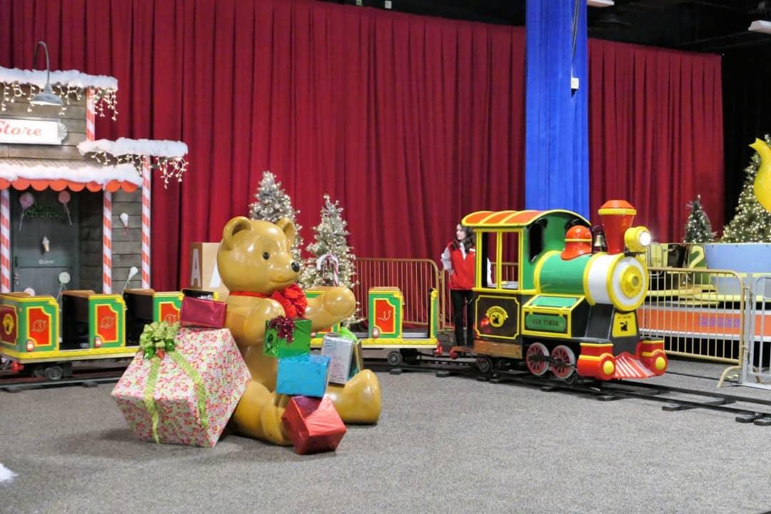 Gaylord Opryland Christmas 2017 - holiday train