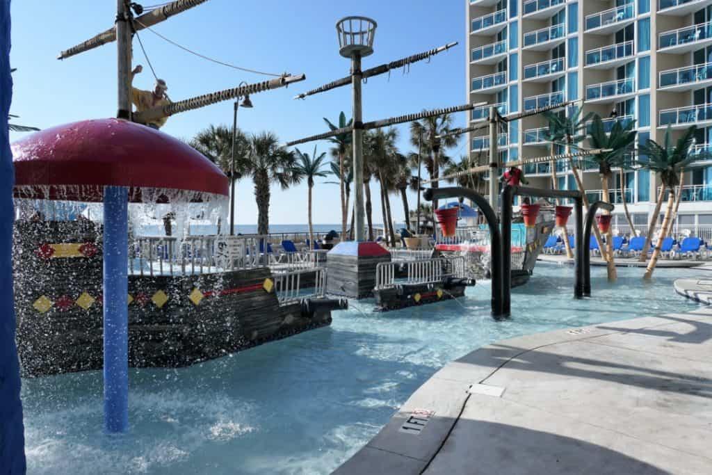 Captains Quarters - fountain pool