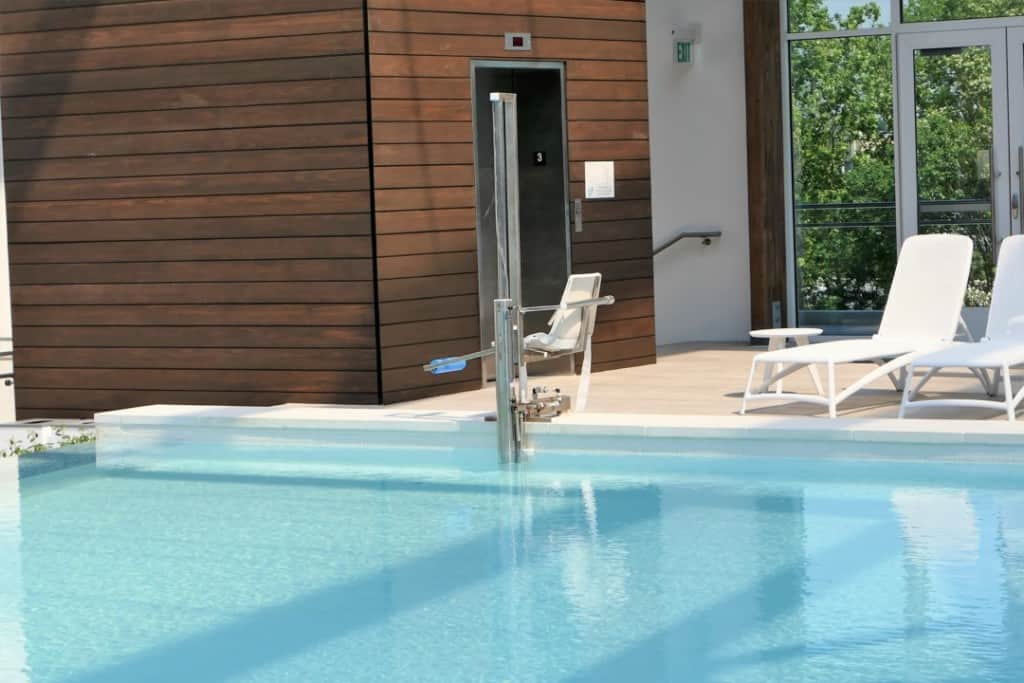 Soundwaves adult pool chair lift