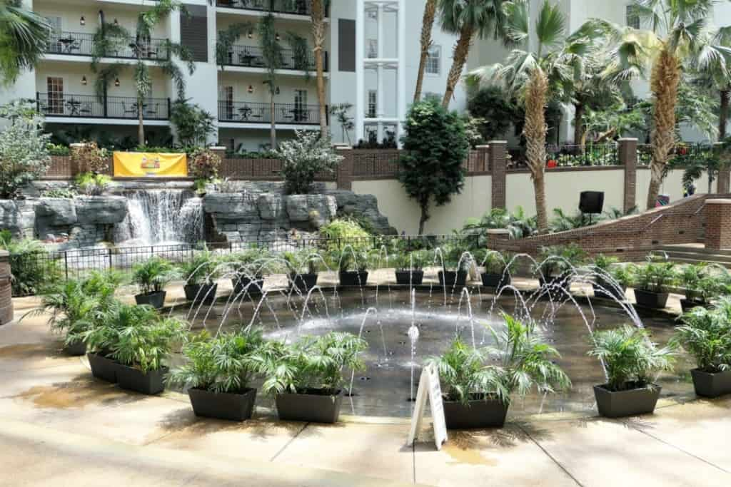 Dancing fountains at Gaylord Opryland during the day.