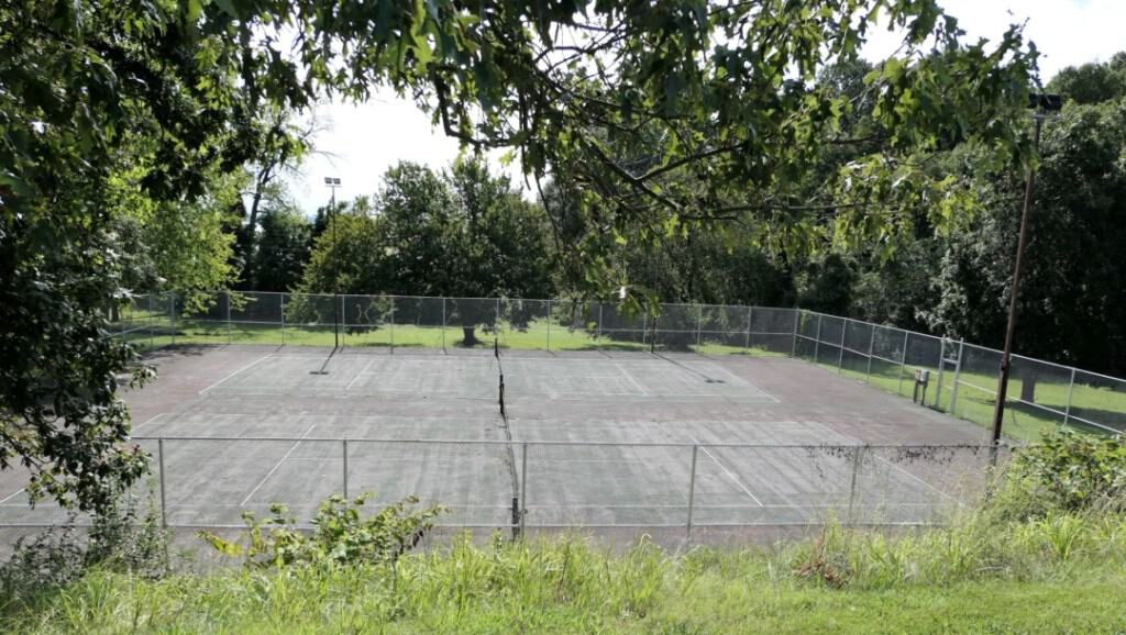 Two tennis courts available for guests at Kentucky Dam Village State Park.